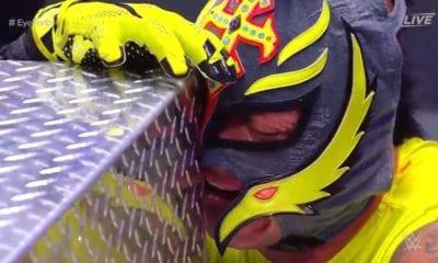 Este es el problema de Rey Mysterio. Foto: Twitter WWE