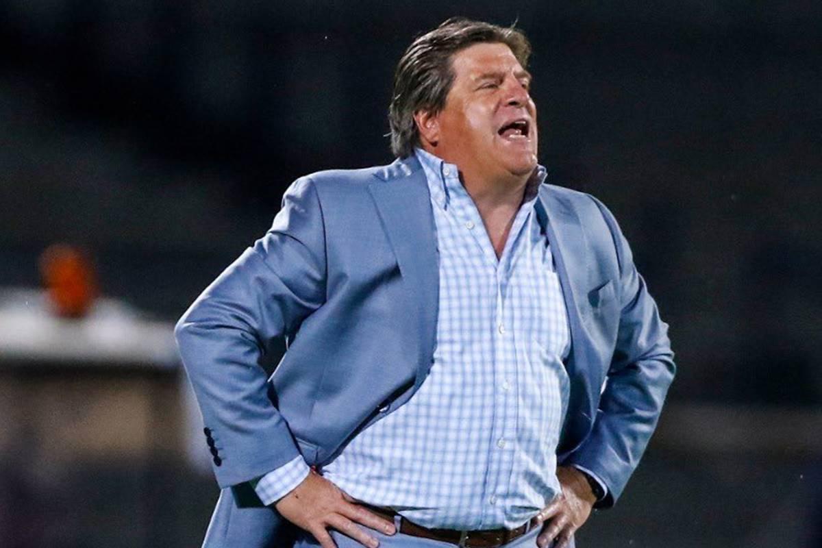 Miguel Herrera busca mantener paternidad sobre Pumas. Foto: Twitter Miguel Herrera