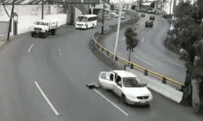 Niño sale disparado de una unidad. Foto: Twitter