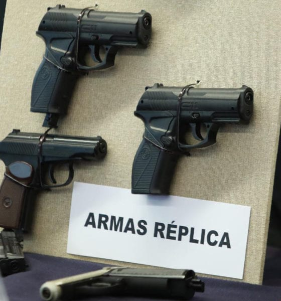 Portar armas réplica ameritará prisión