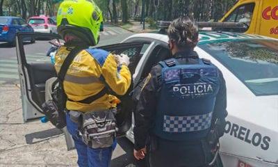 Policías ayudan a mujer en nacimiento de bebé