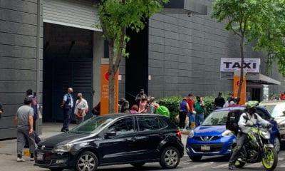 Largas filas en plazas comerciales de CDMX para aprovechar rebajas