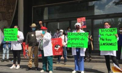 Médicos exigen la reinstalación de sus compañeros despedidos por exigir insumos