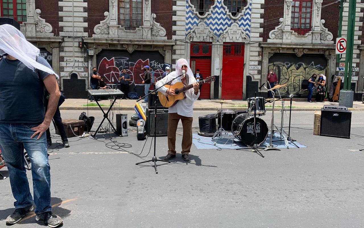 Con canciones, piden reapertura de espacios para trabajar