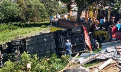 Vuelca autobús en Edomex; deja más de 20 lesionados
