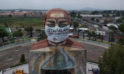 Ponen cubrebocas a Cabeza de Juárez Iztapalapa