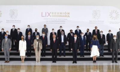 AMLO y gobernadores acuerdan semáforo epidemiológico y pacto fiscal