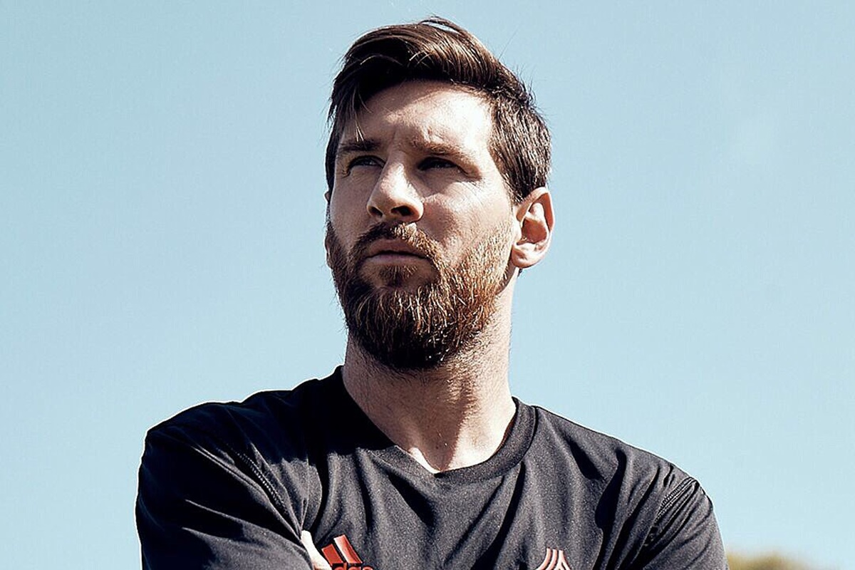 Messi recibe fuerte golpe del Barcelona. foto: Twitter