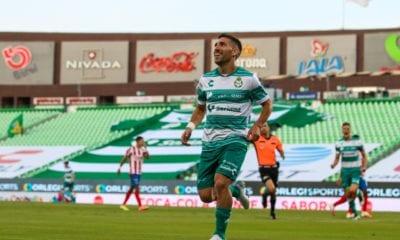 Santos le pega a las Chivas. Foto: Club Santos