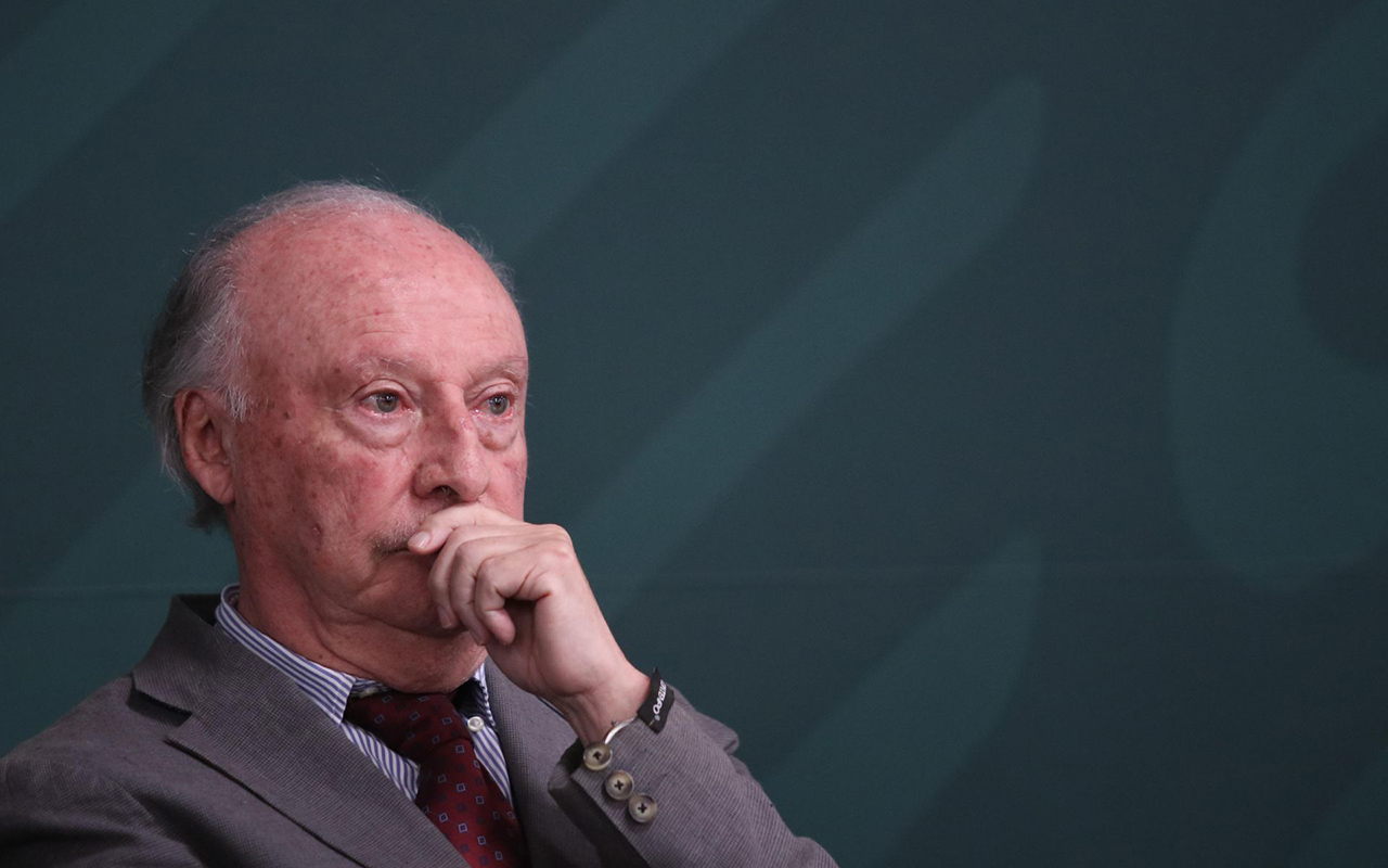 Por motivos de salud, Víctor Manuel Toledo renuncia a la Semarnat
