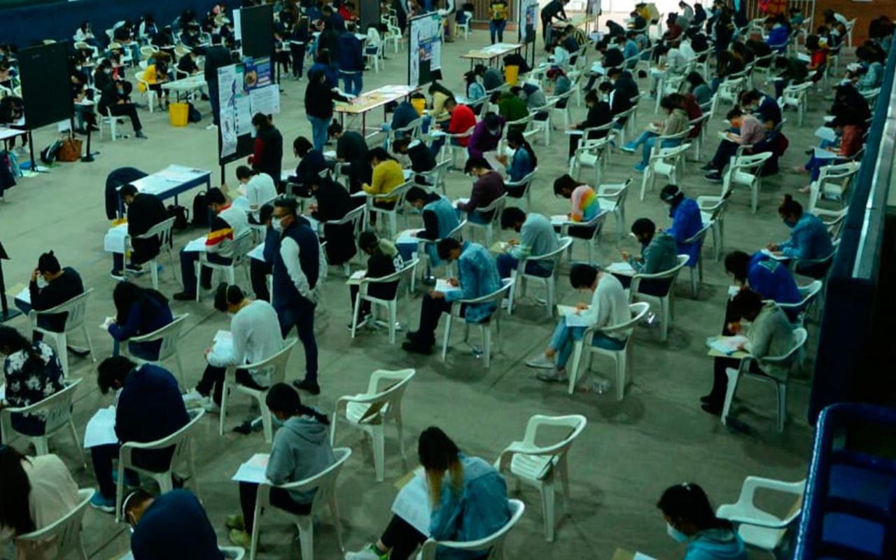 Aspirantes con discapacidad presentan examen a licenciatura de la UNAM