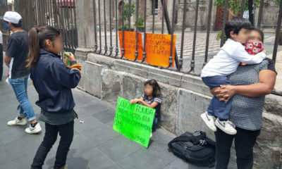 Mujer pide ayuda para que sus hijos estudien