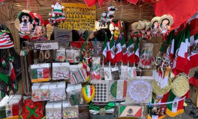 """Con cubrebocas """"muy mexicanos"""", inicia venta de artículos patrios"""