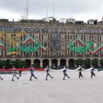 Sans peuple, le défilé militaire commence dans le Zócalo de la capitale