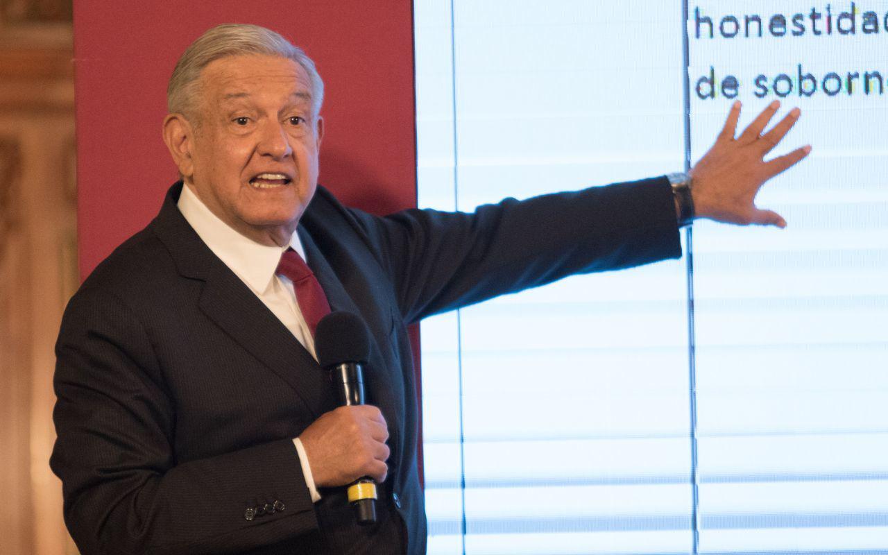 """""""Pese a conservadores, he cumplido mis compromisos"""": López Obrador"""