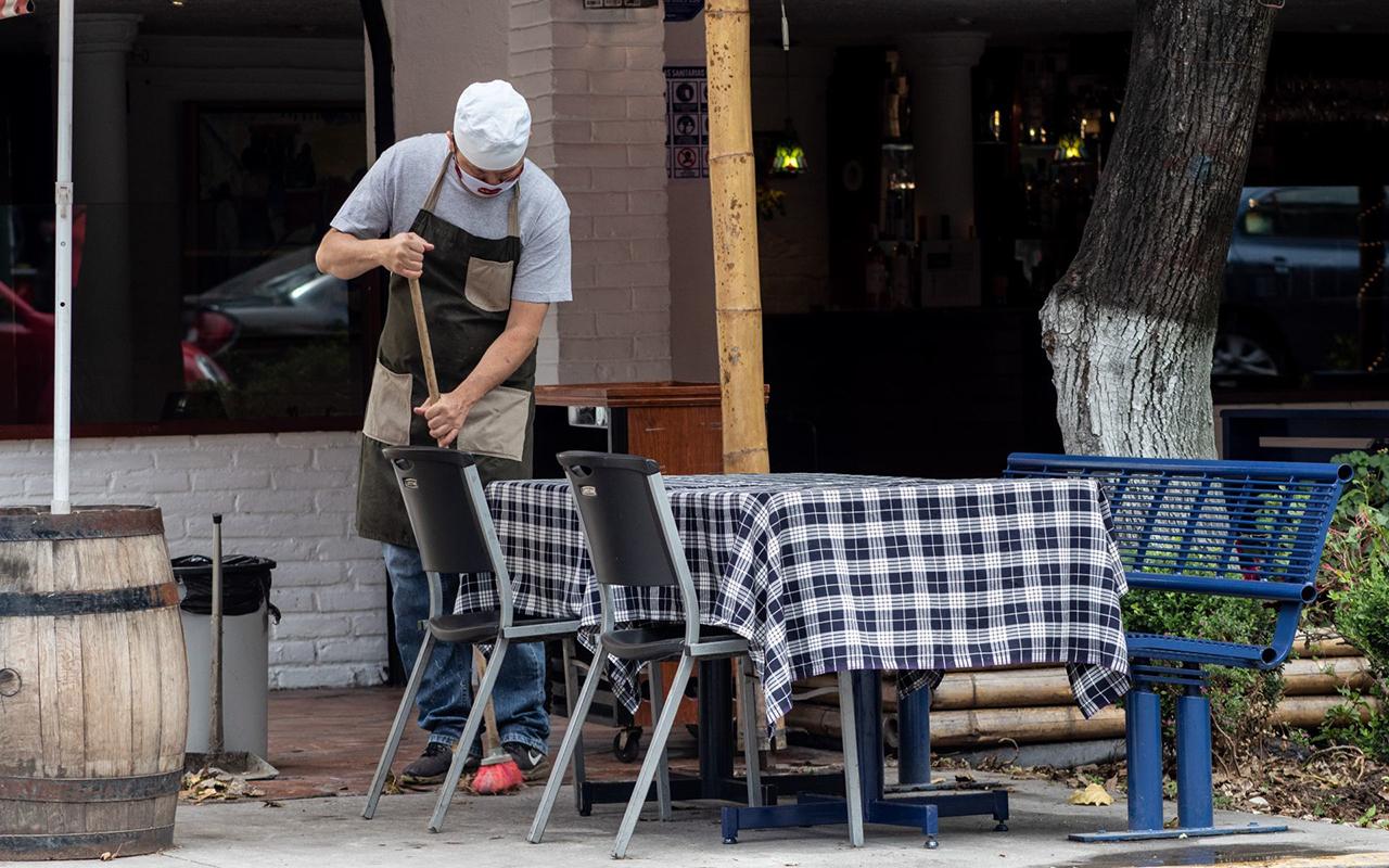 Economía mexicana caerá 10.2 % en 2020, pronostica la OCDE
