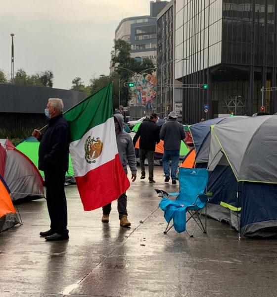 Obrador pide a opositores que no duerman en hoteles
