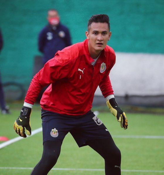 Raúl Gudiño será titular con Chivas. Foto: Twitter Raúl Gudiño