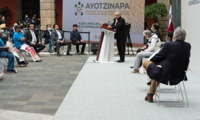 AMLO refrenda compromiso de esclarecer caso de normalistas de Ayotzinapa. Foto: Israel Lorenzana