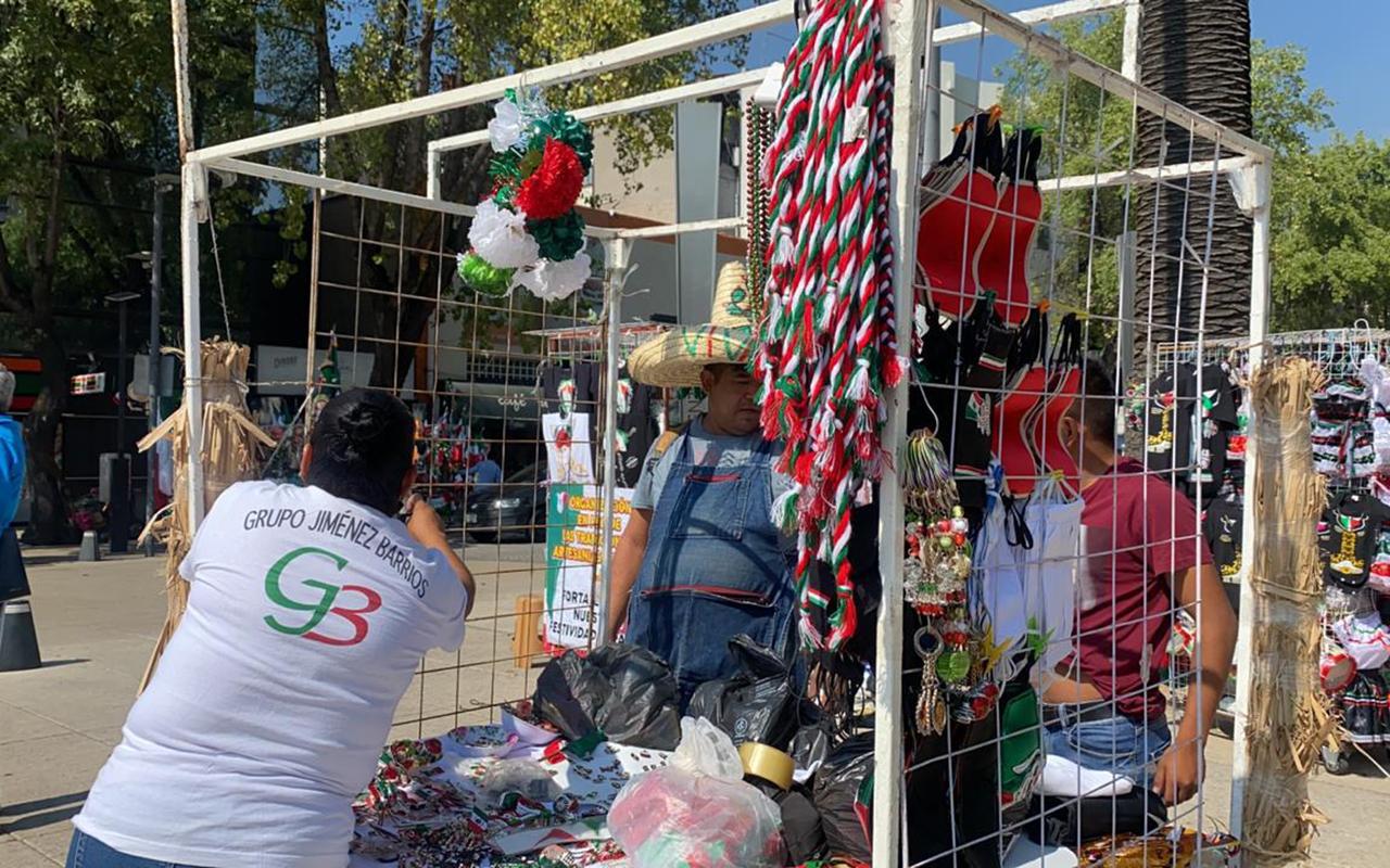 Artesanos mantienen tradición patria pese a que no habrá festejos