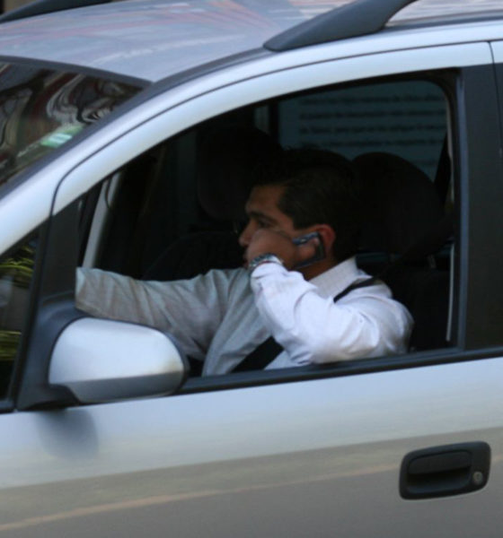 Avala Senado prohibir uso de celulares en carreteras