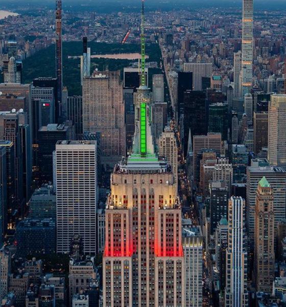 Empire State se ilumina de verde, blanco y rojo
