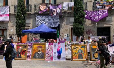 """Feministas subastan cuadros """"robados"""" de oficina de la CNDH"""