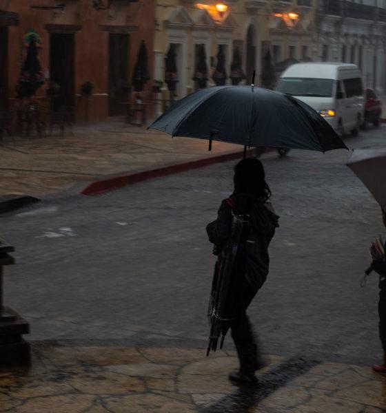 Frente Frío azota con fuertes lluvias a estados del sur de México