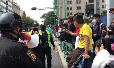 Gente se molesta por no dejarlos ver el desfile militar en la calle