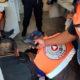 Policías ayudan a mujer que dio a luz en Central de Abasto