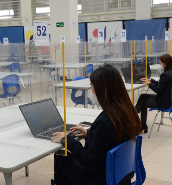 Ofrecen computadoras e internet gratis a universitarios
