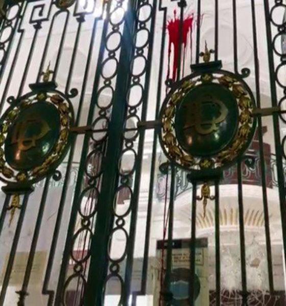 Encapuchados vandalizan Congreso de la Ciudad de México