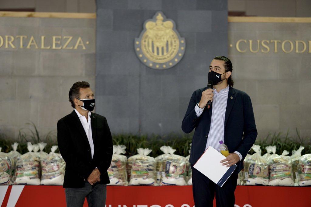 Críticas no mueven al dueño de Chivas. Foto: Twitter Amaury Vergara
