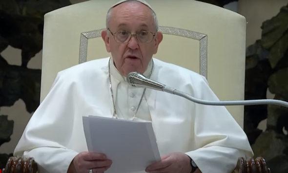 Francisco alienta 'el derecho de estar en familia' para todos