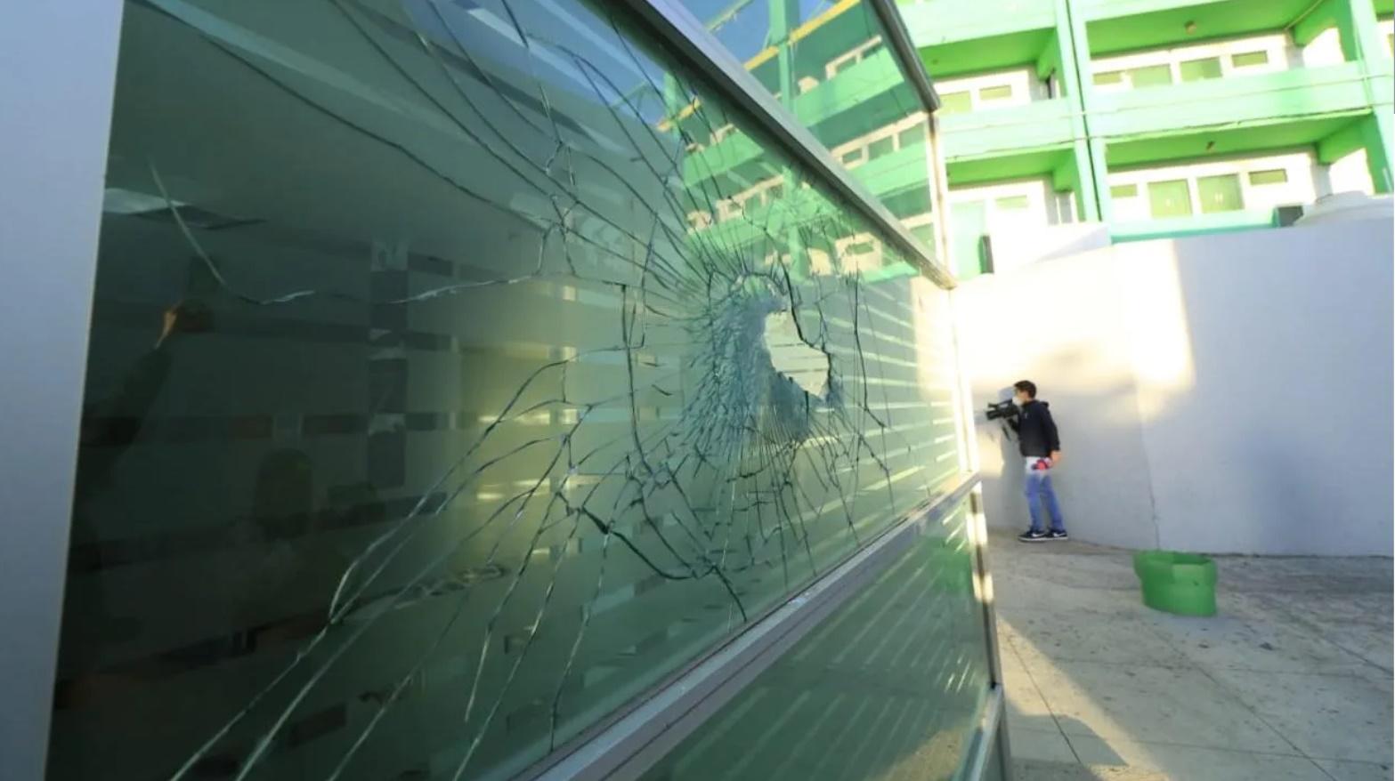Aficionados de León causan destrozos. Foto: Twitter Soyfiera.com