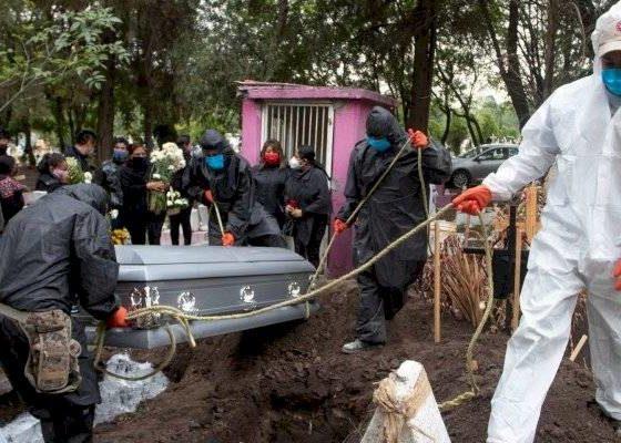 Mexicanos han muerto más por el Covid que por el cáncer. Foto: Cuartoscuro