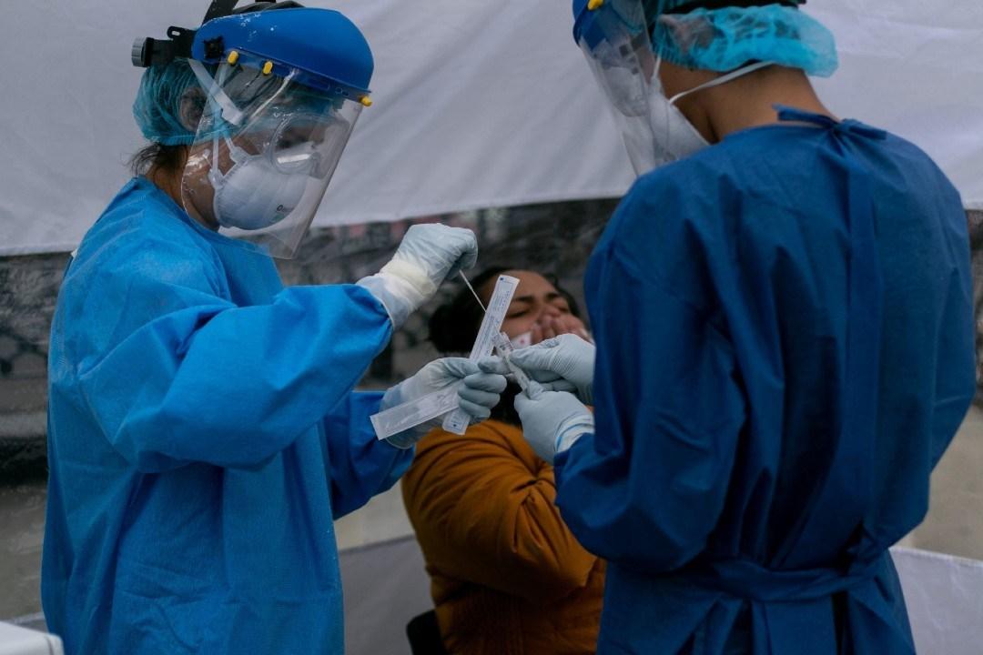 Mujer sufre perforación del cerebro en prueba para detectar Covid. Foto Cuartoscuro