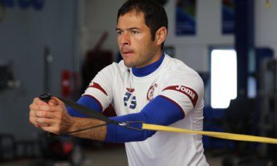 Pablo Aguilar analizó la posibilidad de retirarse. Foto: Twitter Cruz Azul