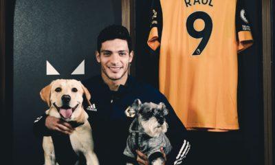 Raúl Jiménez firma contrato hasta el 2024. Foto: Twitter Wolves