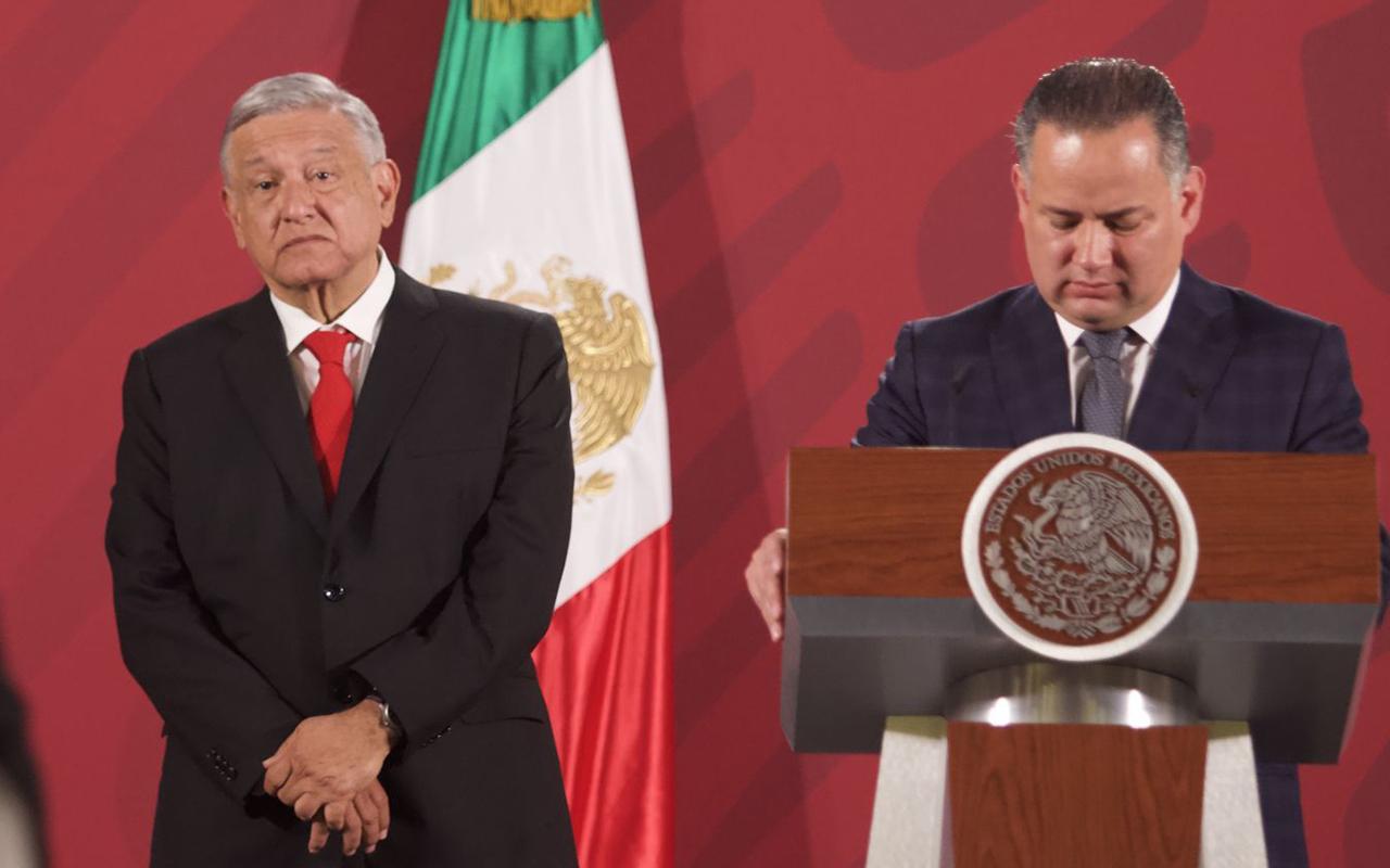 AMLO convence a Santiago Nieto y se queda en la UIF