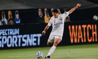 Sarcástico Chicharito Hernández. Foto: Twitter LA Galaxy