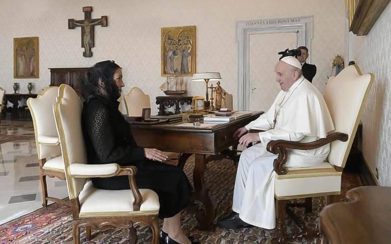 Se reúne Beatriz Gutiérrez Müeller con el Papa Francisco. Foto: Twitter AMLO