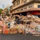Tras desalojo, dejan cajas de dulces en la calle