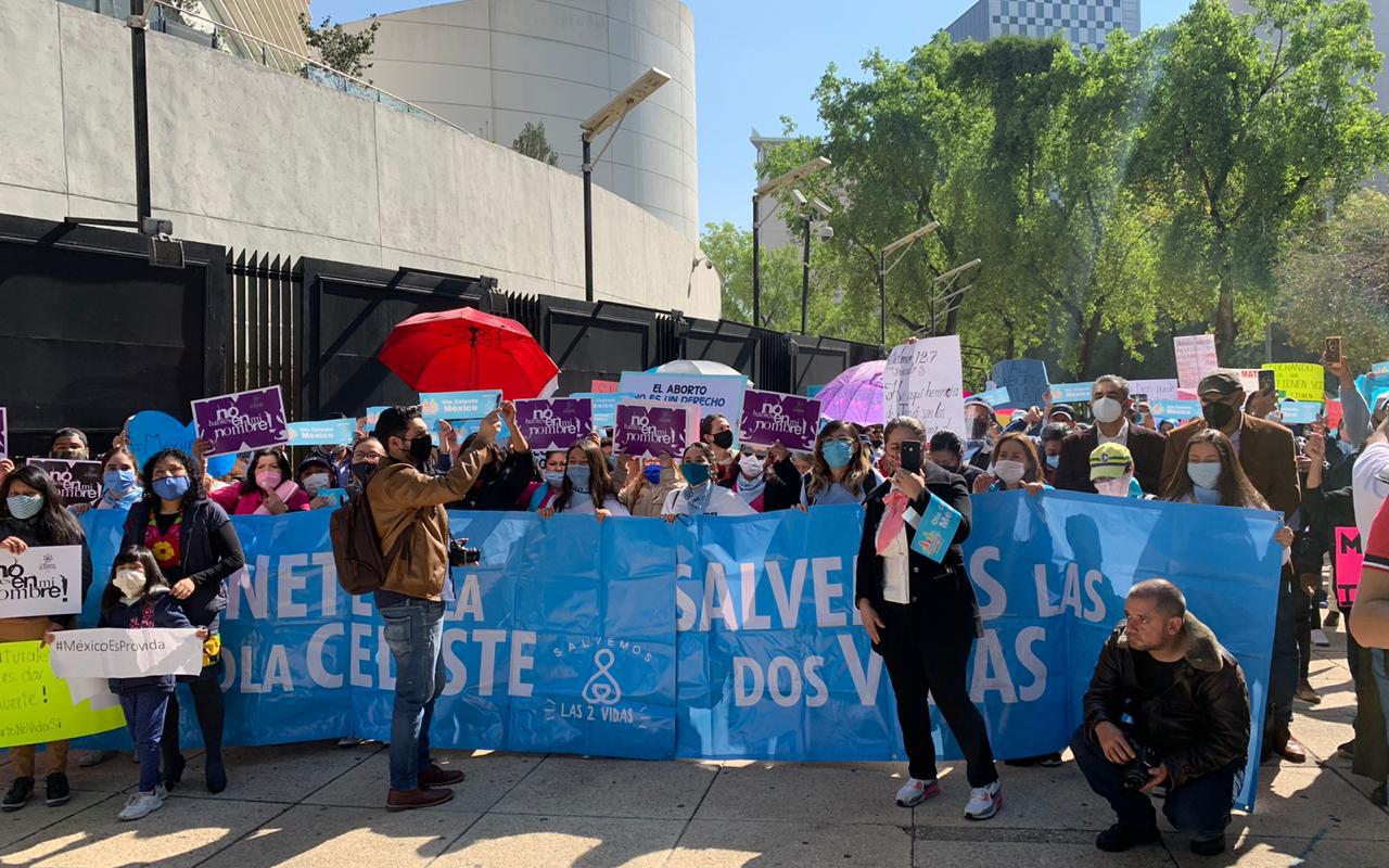 Familias piden a legisladores NO avalar iniciativas que atentan contra la vida