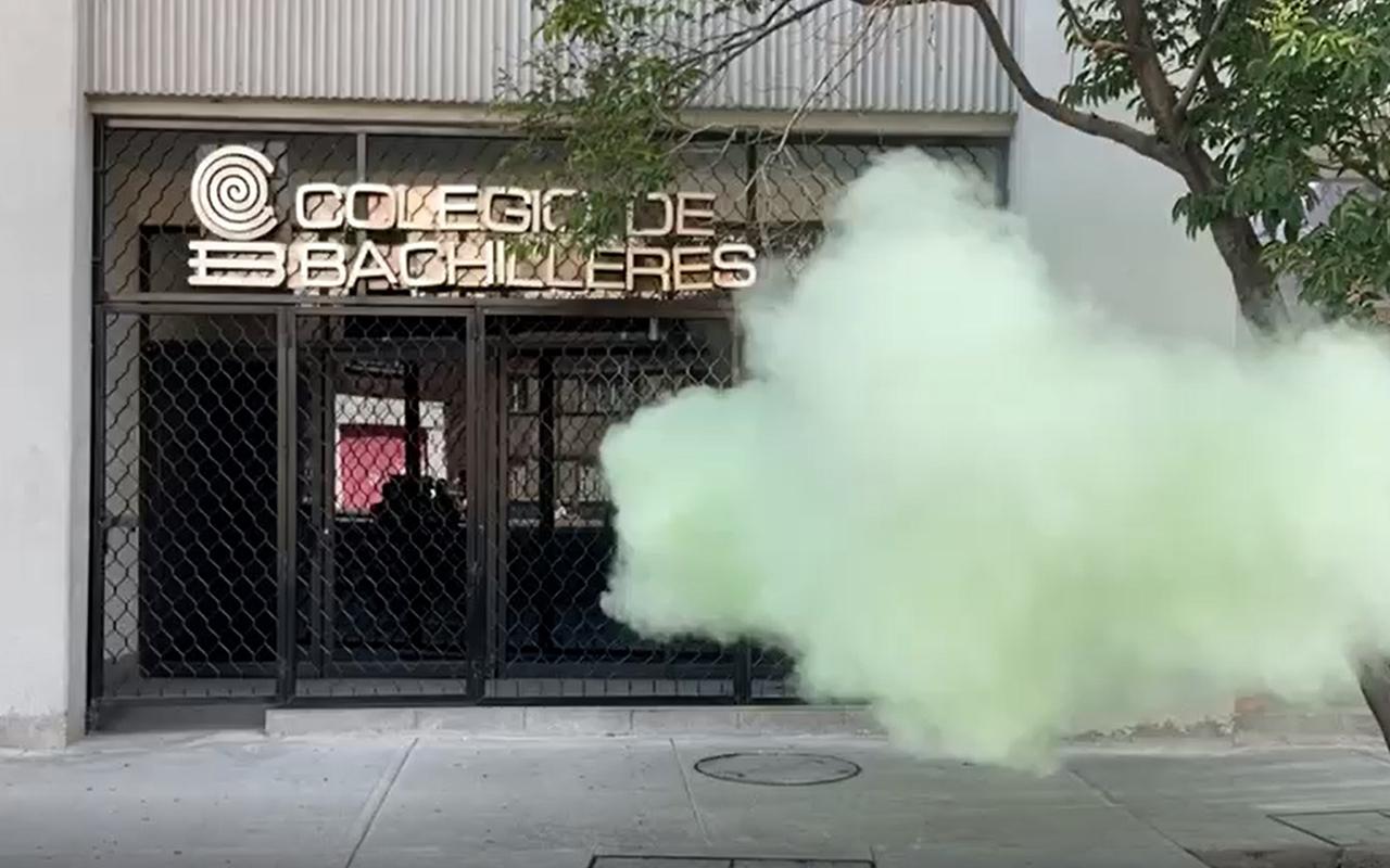 Feministas vandalizan oficinas del Colegio de Bachilleres