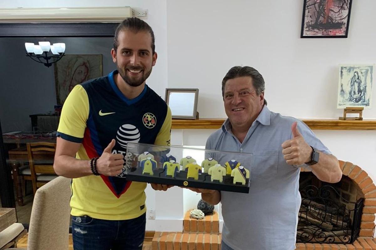 Arremete Miguel Herrera en contra de Santos. Foto: Twitter Miguel Herrera