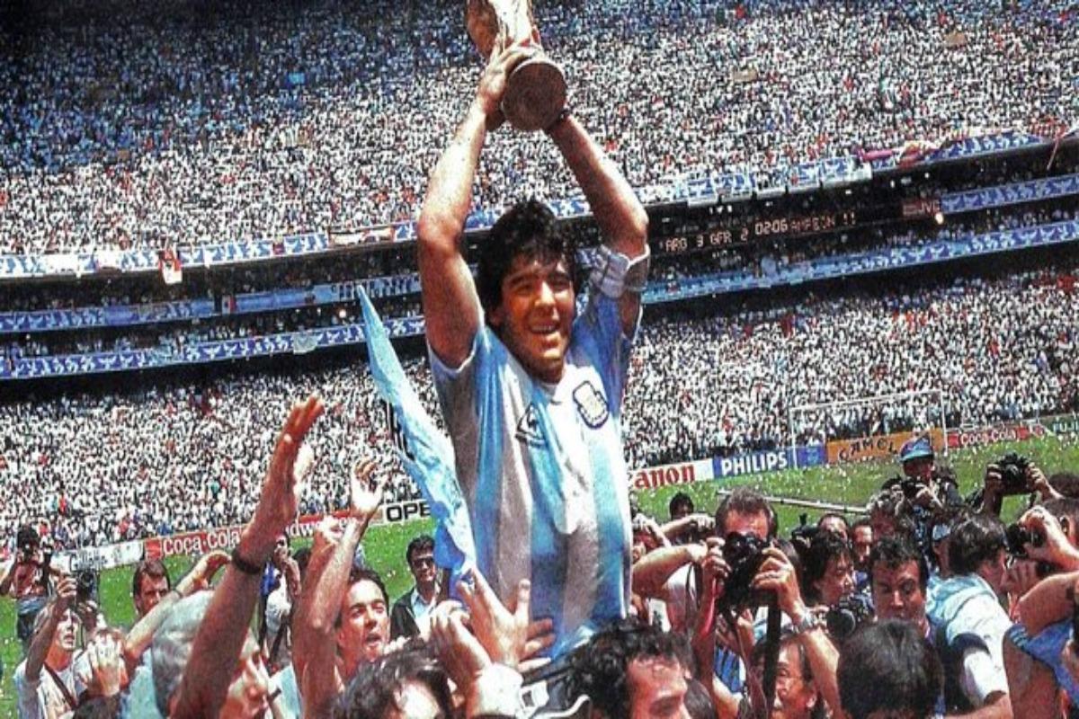 """Maradona fue congruente y """"políticamente incorrecto"""": AMLO"""