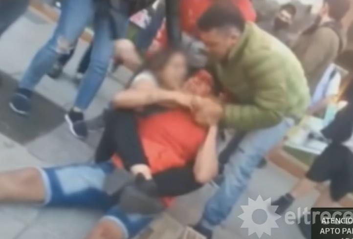Peleadora le da golpiza a ladrón. Foto: Captura de Pantalla