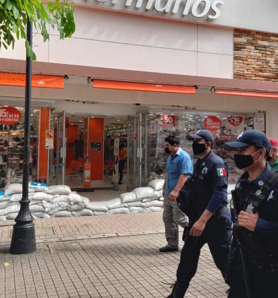 Refuerzan vigilancia en zonas inundadas y centros comerciales de Tabasco
