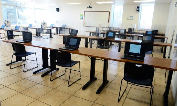 UNAM apoya a universitarios de Neza y Ecatepec con computadoras e internet